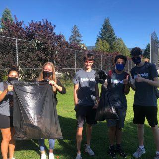 Neighbourhood clean-up by Leadership students